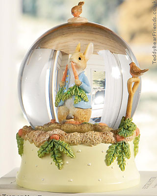 Border Fine Arts Peter Rabbit Snow Globe